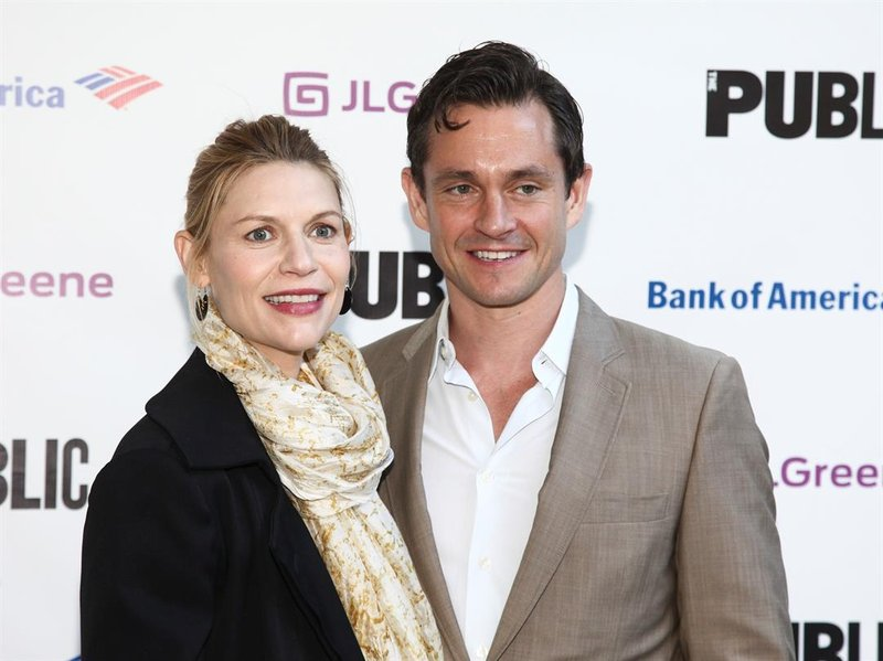 Weny News Claire Danes And Hugh Dancy Welcome Baby Boy
