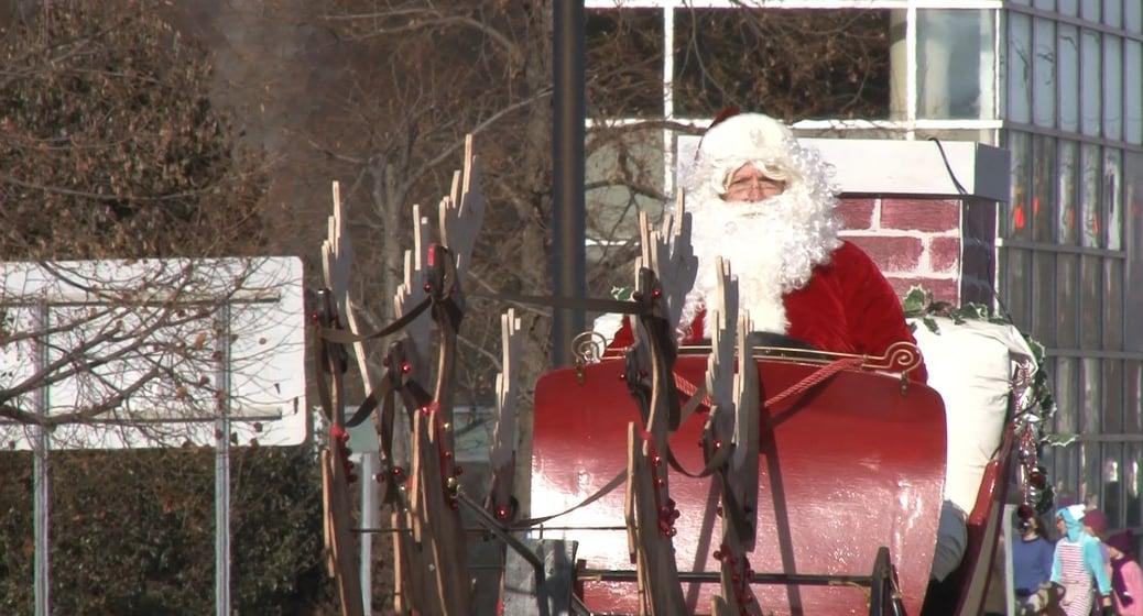 Annual parade kicks off holiday season in Elmira   WENY News