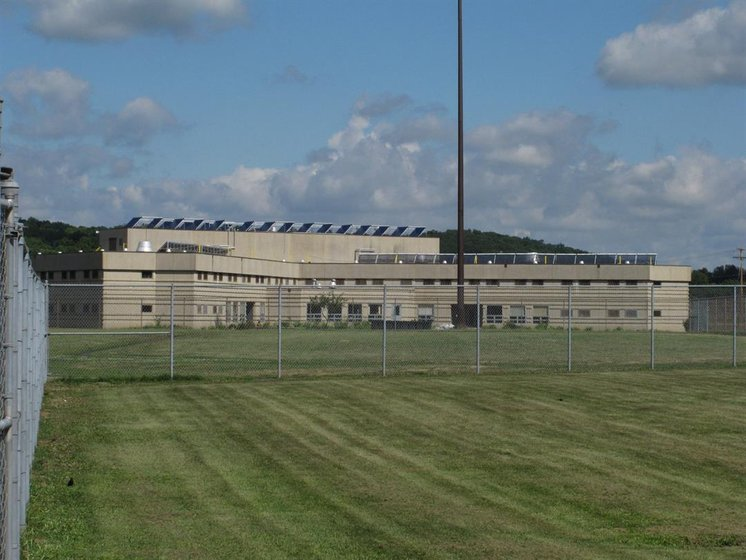Prosecutor: Cause of drug exposure at Ohio prison unclear